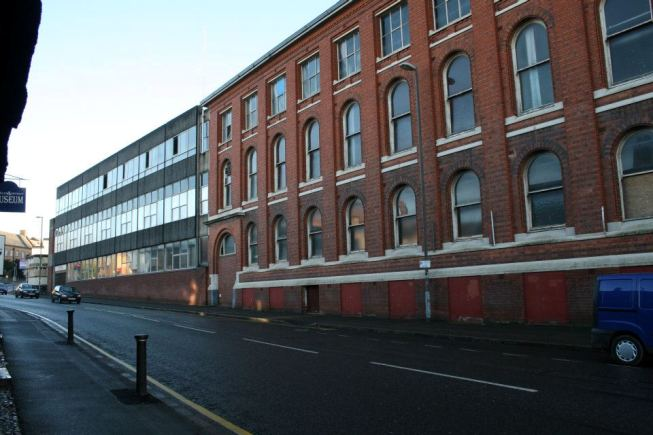 On the left the 1970s factory extension is visible. This has since been demolished and is now the site of North Warwickshire and Hinckley College.