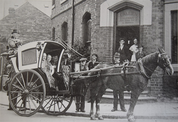 hansom cab an early form of a black cab taxi