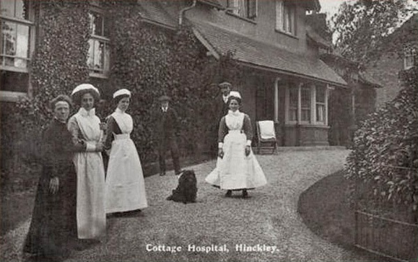 nurses out side the front of the hospital in early 1900s