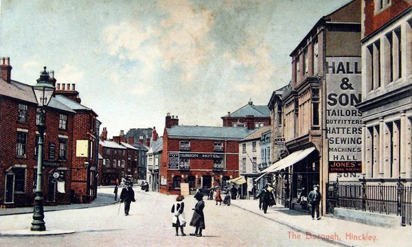 The Borough, about 1905, with Pares Leicestershire Bank, right foreground, and the Union Hotel in the distance.