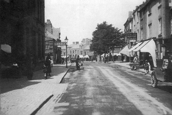 Upper Castle Street looking down towards New Buildings, about 1925