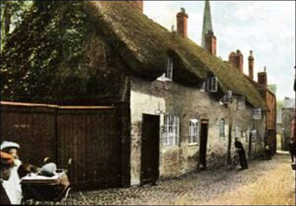 The cottages in about 1905.