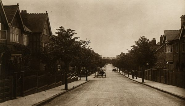 Mount Road looking towards Station Road, c.1910