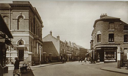 New Buildings from upper Castle Street, c.1930. Foreground, left, is the Wesleyan Methodist chapel (demolished in 1970)