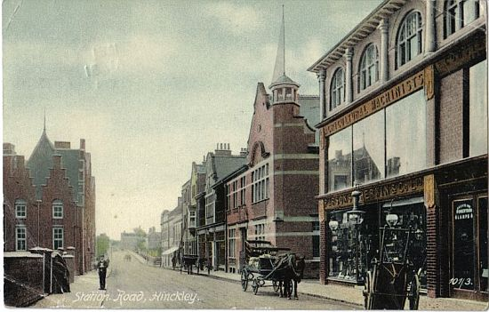 Station Road, about 1905. To the right, Constitutional Club and Parsons Sherwin Ltd. To the left, Hinckley Public Library