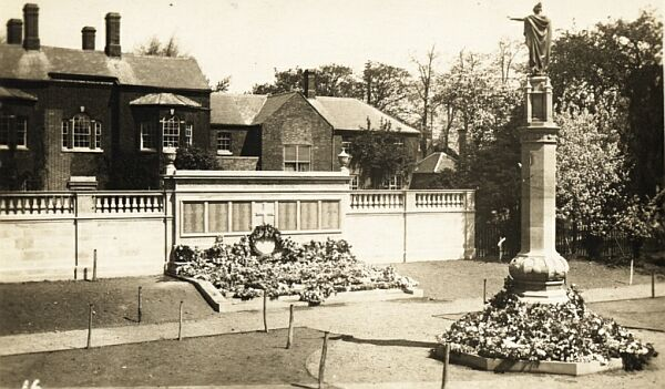 Hinckley War Memorial, about 1923