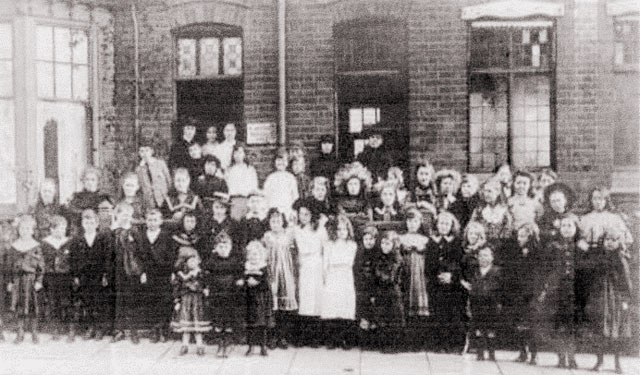 A typical school in Hinckley at the time: Mrs. Whatamore's School in 1903